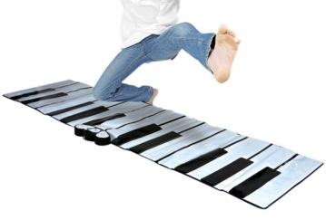 Un-tapis-piano-pour-jouer-avec-les-pieds